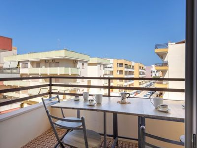 Photo for One bedroom Apartment, sleeps 2 with Air Con and Walk to Beach & Shops