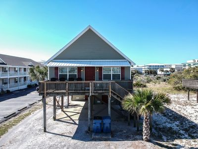 Affordable, Prime Beach/Lagoon Location!  Walk to beach and restaurants!
