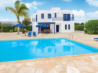 Photo for Quiet villa with great views, a pool and Wi-Fi, a short drive away from a resort