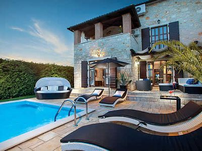 Photo for Peaceful 4 bedroom villa, outdoor dining, private pool & free Wi-Fi