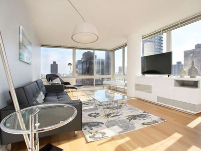 Designer-decorated luxury 2 bed 2 Bath W/ Laundry In unit! Sky View GYM Deck!5174