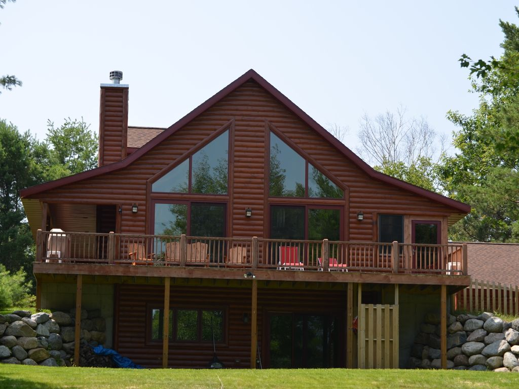 Newer construction luxury lake house peac vrbo for Lakehouse construction