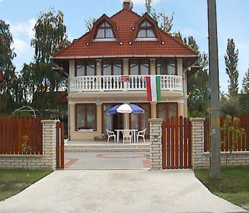 Photo for Holiday apartment near the beach with air conditioning and wifi