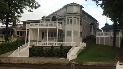 Lake House - 3 levels of living & entertaining. Great home for family gatherings