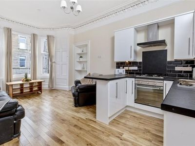 Photo for 5 Bedroom Flat With Great Views In Bruntsfield