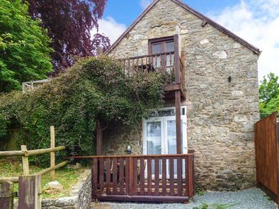 Photo for THE HAYLOFT, family friendly, with pool in Bronygarth, Ref 917289