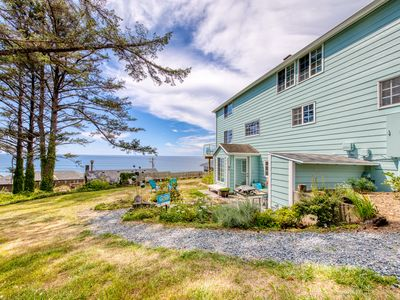 Photo for Romantic oceanview escape with sweeping views and easy beach access