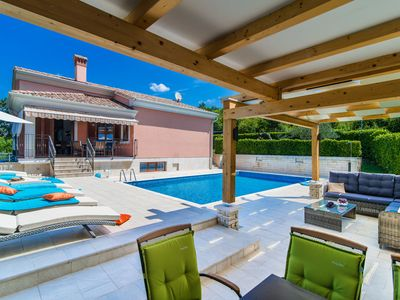 Photo for Beautiful villa with swimming pool and cozy outdoor kitchen, Rovinj at 15 minutes drive