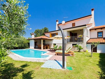 Photo for This 3-bedroom villa for up to 6 guests is located in Tar and has a private swimming pool, air-condi