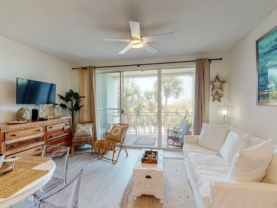 Photo for Adorable 3rd-floor cabana w/ gorgeous views from balcony - close to everything!