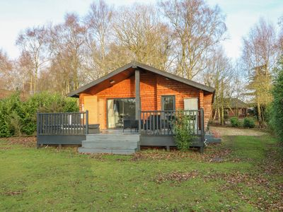 Photo for SUNSET LODGE, pet friendly, with hot tub in Tattershall, Ref 975428