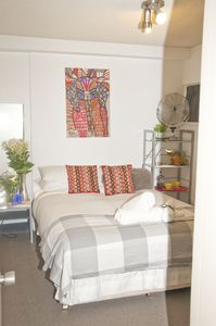 Photo for Fully furnished 1 bedroom apartment 2 mins walk to 5 Ways with Free parking