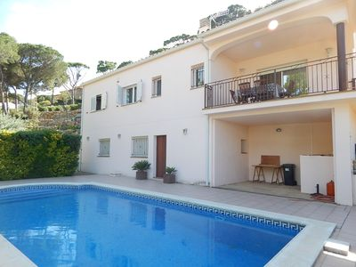 Photo for Bright villa with sea view, private pool 600 m from the beach HUGT 21749
