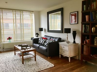 Photo for Bright & airy 2 bed flat in Kensington/Earls Court