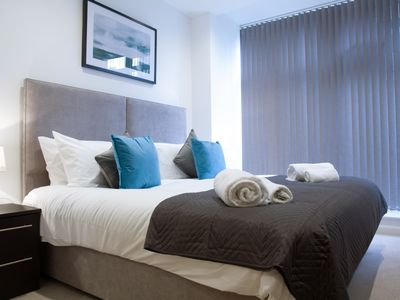 Photo for Beautiful 2 Bed apartment in East Croydon 5