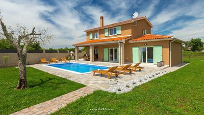 Photo for Beautiful villa with a private pool near Pula