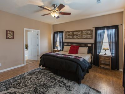 Photo for Spacious 1 bedroom condo on the lake 229048