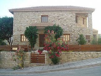 Photo for Four Bedroom Stone Villa with Overflow Pool