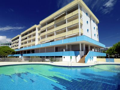 Photo for Sun drenched seafront apartment, with pool, in the SPA area of Bibione