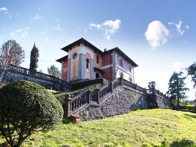 Photo for Spacious 5 bedroom Venetian-style villa in Tuscany
