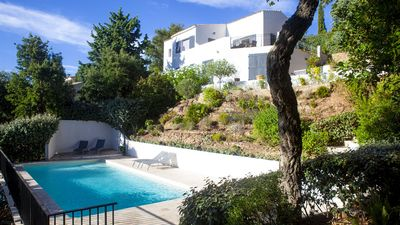 Photo for High Standing Villa with hill view and sunset - Departure to Porquerolles Island