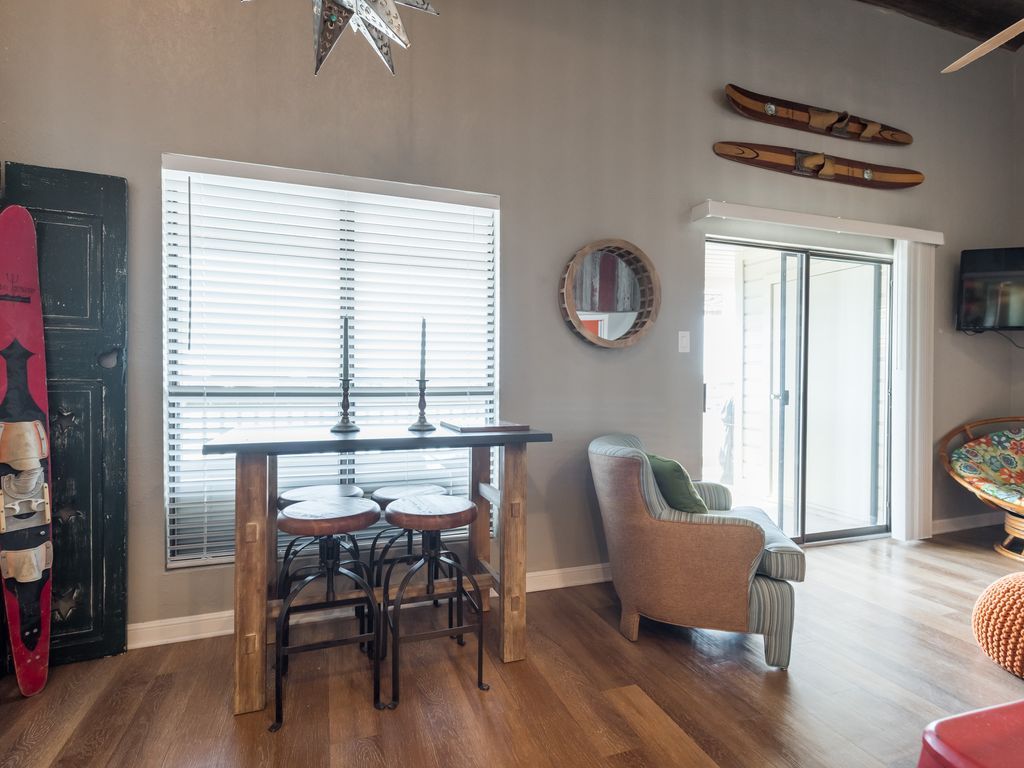 Completely renovated condo with best sunset views on the lake!