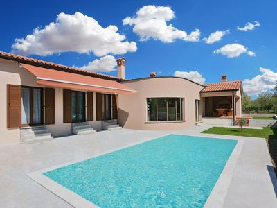 Photo for Modern villa with enclosed garden, private pool within walking distance of the center of Labin