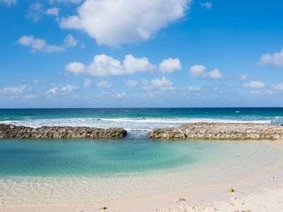 Quintessential Cayman Setting! Tropical Tranquility! On the Bay By CaymanVacaton