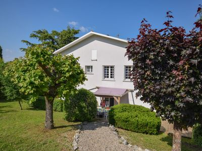 Photo for Beautiful family villa with private pool in quiet area of Villeneuve-sur Lot.