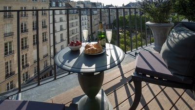 The charming balcony looks out onto the quite Place Dauphine