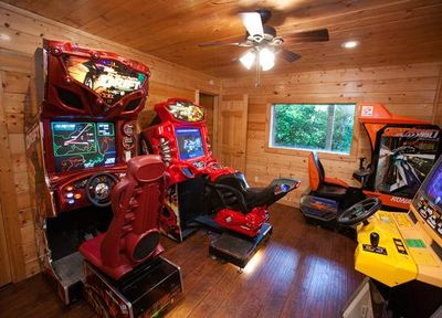 A Beary Fun Cabin In Pigeon Forge Unforgettable 2 Bedroom