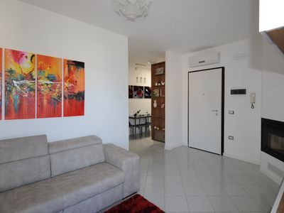 Photo for Beautiful flat with wide terrace, Wi-fi, private parking and bikes.