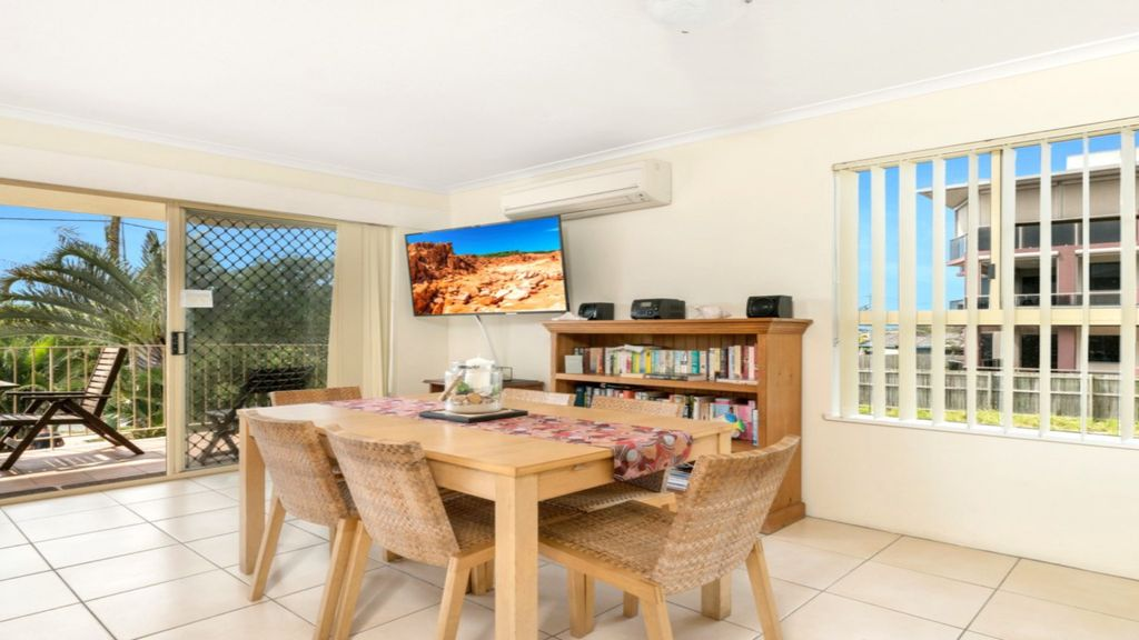 BEACHSIDE UNIT WITH AIR CON