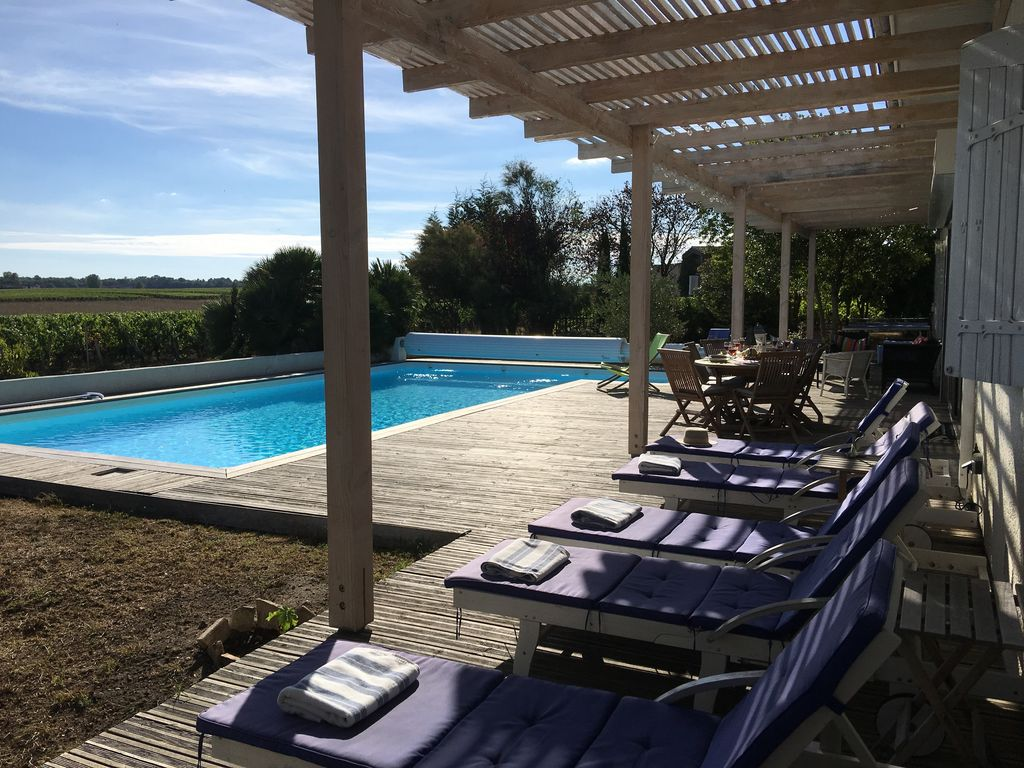 Pool Terrace   Overlooking Vineyards 2016