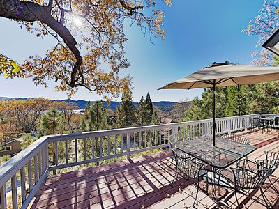 Beautiful Retreat: 2 Suites, 2 Living Areas, Game Room, Lake & Mountain Views