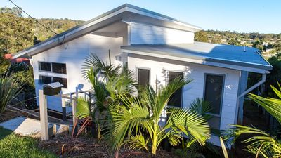 Photo for Surf Beach House - light, modern & great view (5 mins walk to beach & shops)