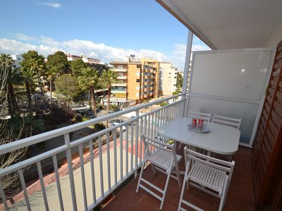 Photo for FLANDRIA 8: Comfortable apartment with large terrace, 4 pax, wifi, near beach, shops, restaurants