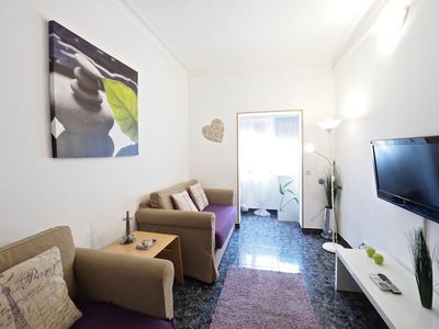 Photo for Parallel Bright apartment in Sants with WiFi & air conditioning.