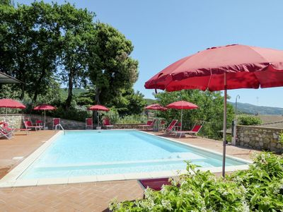 Photo for Nice apartment in villa for 4 people with WIFI, pool, TV, pets allowed and parking