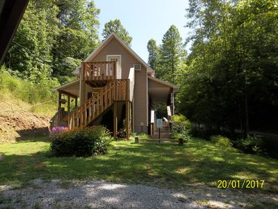 A cozy 2 bedroom loft  in a neat  country cottage with private bath & entrance