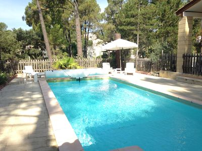 Photo for Villa with swimming pool, under the pines in Bedoin, in Provence