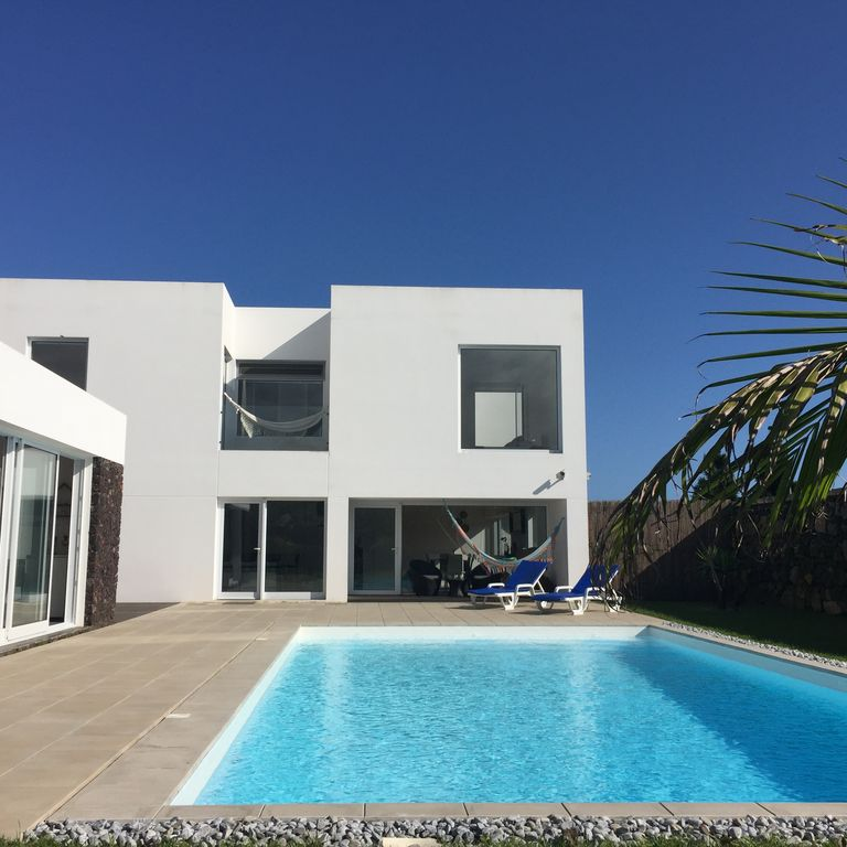House, 1000 square meters, with terrace