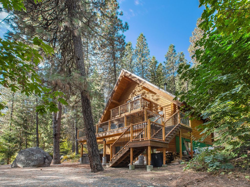 A rustic 3 story log cabin that feels like vrbo for Three story log cabin