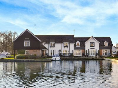 Photo for 2 bedroom accommodation in Wroxham