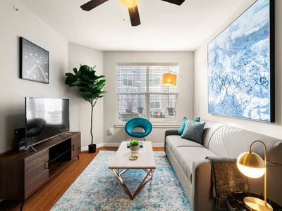 Photo for Kasa | Dallas | Classy 1BD/1BA Downtown Apartment