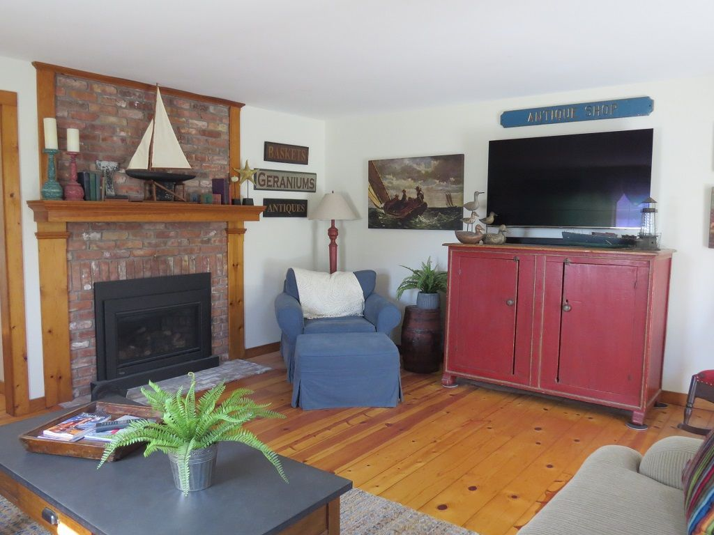 Open kitchen, dining room and TV room plus a bonus living room will give you plenty of space to relax or entertain. In a perfect location for a quick trip downtown or to the beach or on your bike to the bike path.