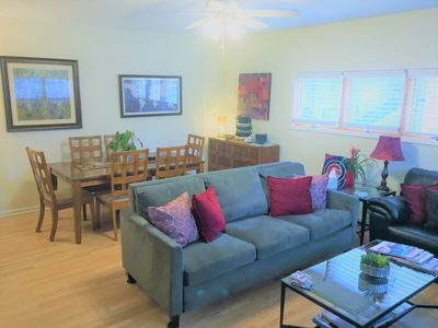 Photo for Cozy Guesthouse Near Lakefront, Lincoln Park, Zoo, Wrigley, Chicago Transit(CTA)