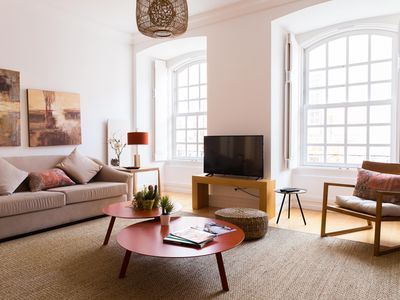 Lovely decor, comfortable couches, bright and spacious lounge
