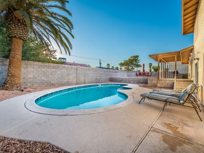 Photo for Amazing Las Vegas Vacation, just off the Strip with a Pool!