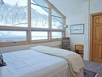 Photo for Top Floor Unit with Beautiful Panoramic Views,Ski In Ski Out (202835-4595)